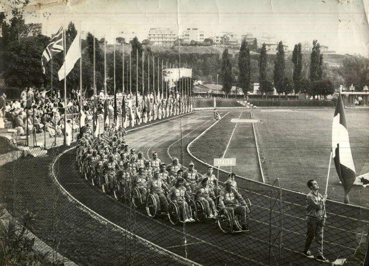 Squadra italiana alla cerimonia di apertura delle Paralimpiadi di Roma del 1960, foto dal web