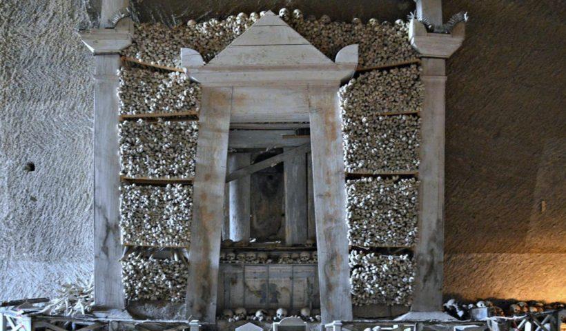 Il cimitero delle Fontanelle: un ponte tra vivi e morti