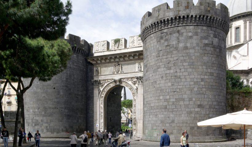Napoli, Porta Capuana