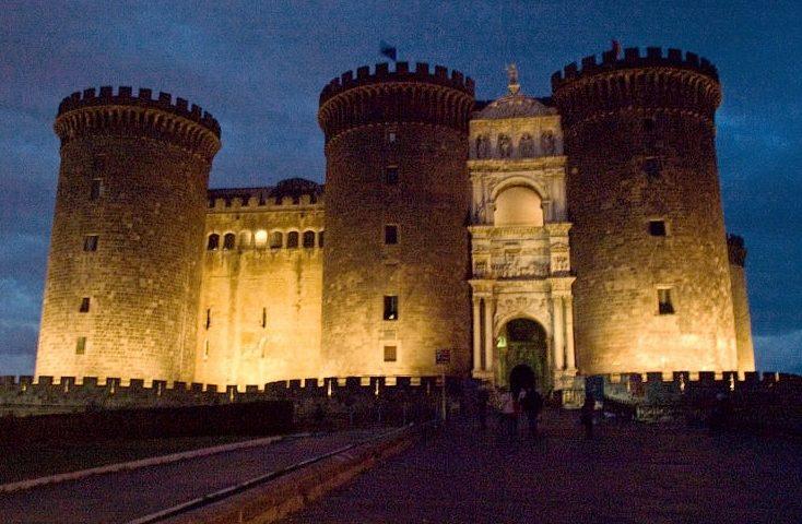 Maschio Angioino, nella mirabile città di Napoli.- (Foto dal web)